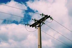 Torre di elettricità nella montagna fotografia stock libera da diritti