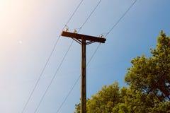 Torre di elettricità nella montagna immagini stock libere da diritti