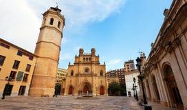 Torre di Fadri e cattedrale gotica fotografie stock
