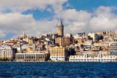 Torre di Galata con paesaggio urbano sopra Halic Horn dorato a Costantinopoli Turchia Immagini Stock Libere da Diritti