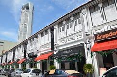 Torre di Komtar da una della via a Penang Fotografie Stock