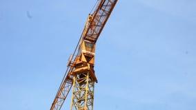 Torre di lavoro della gru di costruzione che costruisce 4k archivi video