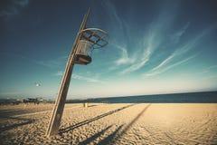Torre di legno dell'allerta ad una spiaggia Fotografia Stock Libera da Diritti