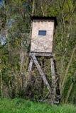 Torre di legno dell'allerta per cercare nel legno Fotografia Stock