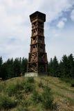 Torre di legno Milonova dell'allerta vicino a Velke Karlovice, Ceco Republ Immagine Stock