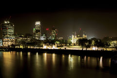 Torre di Londra alla notte immagine stock libera da diritti