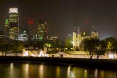 Torre di Londra alla notte immagini stock