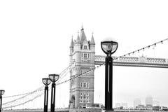 torre di Londra ponte della ghiandola dell'en nel vecchio e nel cielo nuvoloso Fotografia Stock Libera da Diritti