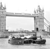 torre di Londra ponte della ghiandola dell'en nel vecchio e nel cielo nuvoloso Fotografia Stock