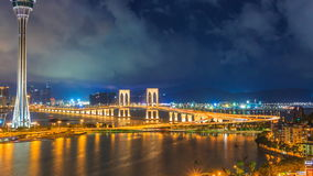 Torre di Macao e posto del punto di riferimento del ponte di Macao di Macao Cina sulla notte video d archivio