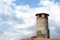 Torre di Medioeval fatta dei mattoni e delle pietre fotografia stock libera da diritti