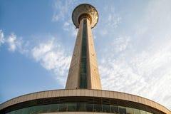 Torre di Milad nella capitale di Teheran dell'Iran la sesta torre più alta e la ventiquattresima struttura indipendente più alta  Fotografie Stock Libere da Diritti