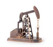 Torre di olio miniatura meccanica del metallo isolata fotografie stock libere da diritti