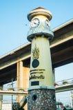 Torre di orologio alla strada Bangkok Tailandia di Rama 3, il 14 dicembre 2017 Fotografia Stock