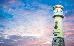 Torre di orologio alla strada Bangkok Tailandia di Rama 3, il 14 dicembre 2017 Immagini Stock