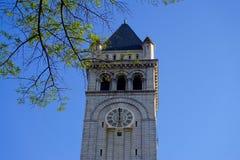 Torre di orologio contro cielo blu Fotografia Stock