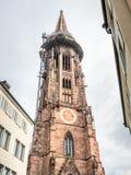 Torre di orologio della cattedrale della cattedrale di Friburgo Immagini Stock