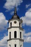 Torre di orologio della cattedrale di Vilnius Immagine Stock