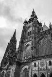 Torre di orologio della st Vitus Cathedral a Praga Fotografie Stock