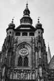 Torre di orologio della st Vitus Cathedral a Praga Fotografie Stock Libere da Diritti