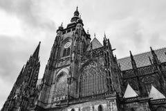 Torre di orologio della st Vitus Cathedral a Praga Fotografia Stock