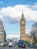 Torre di orologio di Big Ben con traffico Fotografia Stock