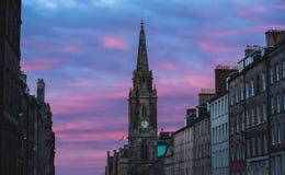 Torre di orologio a Edimburgo sul tramonto Immagine Stock