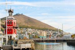 Torre di orologio nella parte anteriore di Victoria Alfred Water a Cape Town Immagini Stock