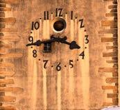 Torre di orologio storica che mostra il tempo esatto, Jihlava, Europa fotografie stock libere da diritti