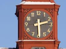 Torre di orologio storica che mostra il tempo esatto, Jihlava, Europa immagini stock libere da diritti
