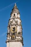 Torre di orologio sul comune di Cardiff Fotografia Stock Libera da Diritti