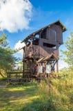 Torre di osservazione di legno agli uccelli del polacco di paradiso: Riserva naturale di Ptasi Raj all'isola di Sobieszewo a Danz Fotografia Stock Libera da Diritti