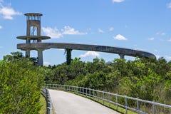 Torre di osservazione nei terreni paludosi di Florida Fotografie Stock