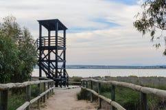 Torre di osservazione nella laguna fotografia stock