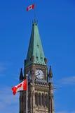 Torre di pace con la bandiera Fotografia Stock