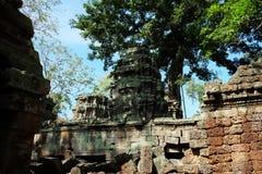 Torre di pietra antica di un complesso abbandonato del tempio in Sud-est asiatico Patrimonio architettonico dell'impero khmer immagine stock libera da diritti