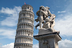 Torre di Pisa e fontana dei putti (2). Famous leaning tower in Pisa (Italy Royalty Free Stock Photography