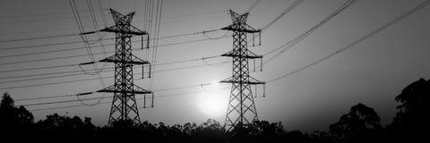 Torre di potere ad alta tensione al tramonto Fotografia Stock Libera da Diritti