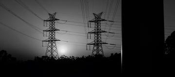 Torre di potere ad alta tensione al tramonto Immagine Stock Libera da Diritti