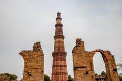 Torre di Qutub Minar a Nuova Delhi, India immagini stock libere da diritti