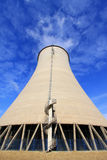 Torre di raffreddamento ad un'impresa industriale Fotografia Stock