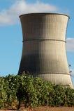 Torre di raffreddamento di energia nucleare Fotografie Stock