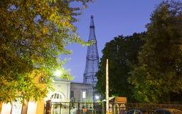 Torre di Shabolovka della torre radiofonica di Shukhov - è una torre di radiodiffusione a Mosca ha progettato da Vladimir Shukhov Fotografie Stock