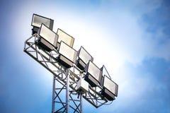 Torre di Sportlights con il fondo del cielo blu Fotografia Stock