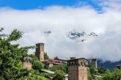 Torre di Svan della montagna e delle nuvole Immagini Stock
