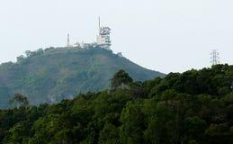 Torre di telecomunicazione per le televisioni fotografia stock