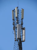 Torre di telecomunicazioni. Stazione base del telefono cellulare. Fotografia Stock