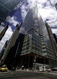A torre do Banco Americano em um parque de Bryant Fotografia de Stock Royalty Free