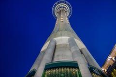 Torre do céu - Auckland - Nova Zelândia imagens de stock royalty free