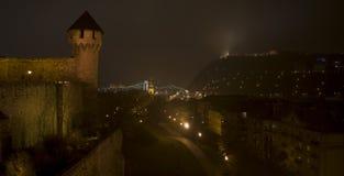 A torre do castelo de Budapest e do monte Fotografia de Stock Royalty Free